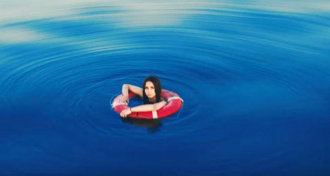 Катрин Мокко - Чувствуй, 2017 - клип и песня - скачать трек