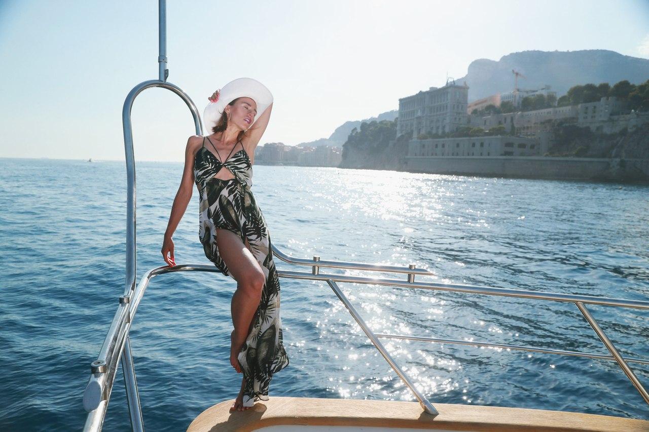 Катя Иванчикова в красивом летнем платье