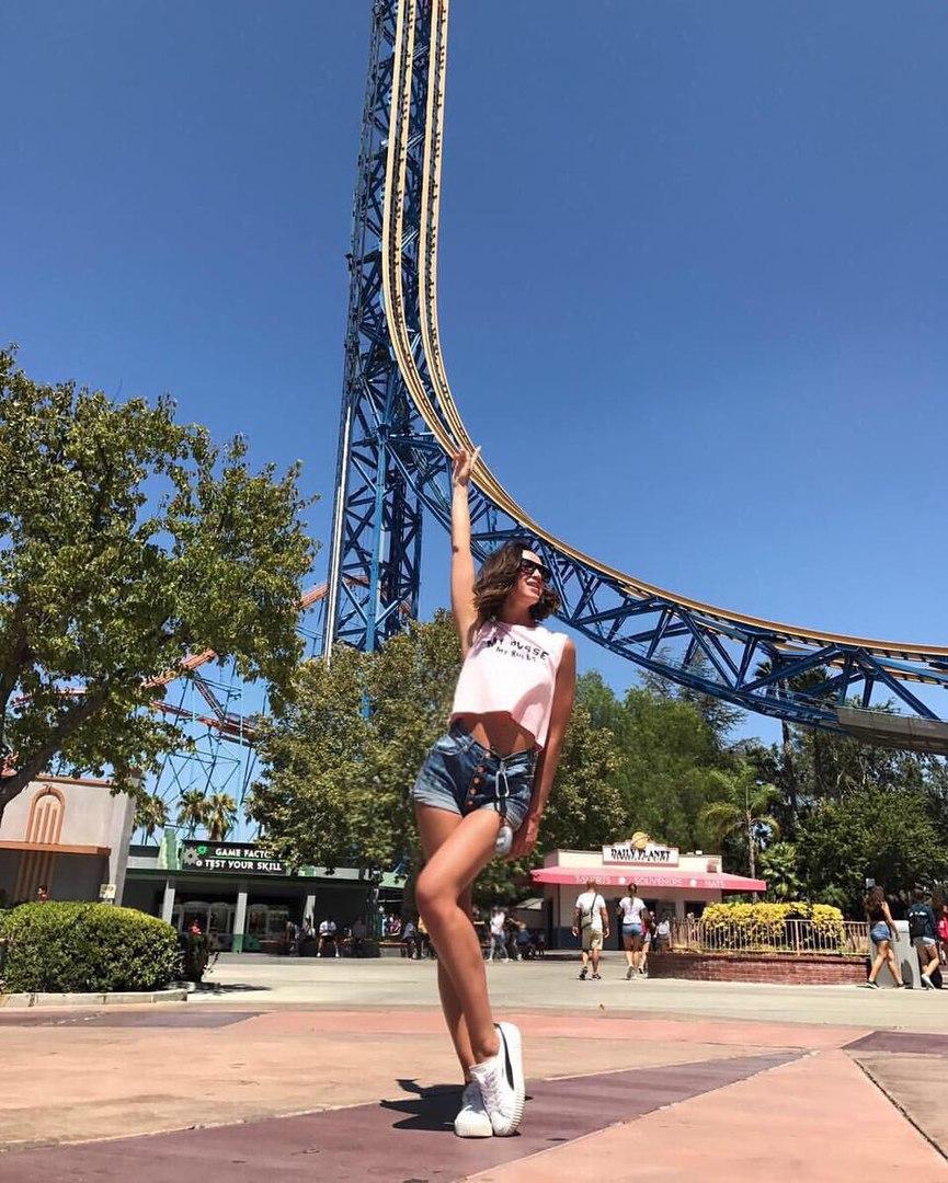 Ольга Бузова в парке Six Flags, фото