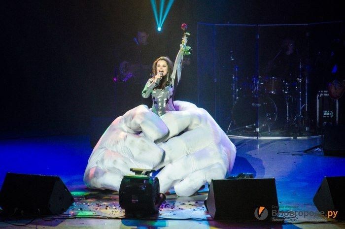 Видео с юбилейного шоу Наташи Королевой «Магия Л» в Нижнем Новгороде