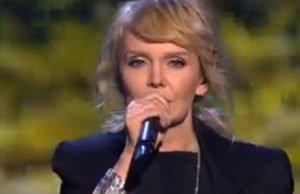 Валерия спела песню «Здесь лапы у елей дрожат на весу» на концерте «Своя колея»