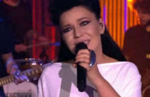 Ёлка выступила на шоу «Вечерний Ургант» с песней «Мир открывается»