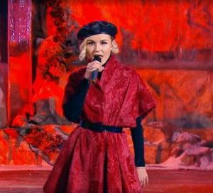 Полина Гагарина спела песню «Танцуй со мной» в программе «Что? Где? Когда?»