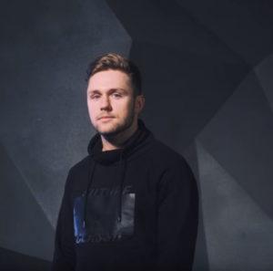 Влад Соколовский спел акустическую версию песни «Не потерять себя в тебе»