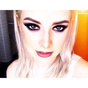 Анна Корнильева показала эффектный макияж глаз