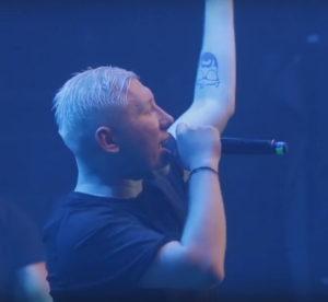 Видео выступления группы Марсель и Krec'а с песней «Небо так любит нас»
