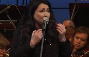Лолита спела «Раневская» с симфоническим оркестром под управлением Сергея Скрипки