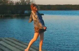 Монеточка сняла видео «Каждый раз» во время отдыха на даче