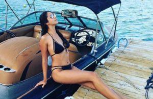 Вика Гранд показала несколько своих фото в купальниках с отдыха в Анталье