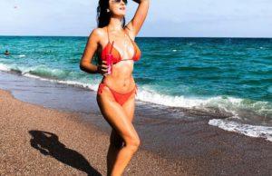 Вика Гранд станцевала в красном бикини на пляже