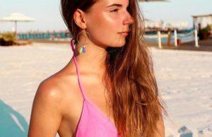 Саша Спилберг показала несколько пляжных фото