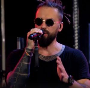 Burito спел песню «Штрихи» на шоу «Живая среда»