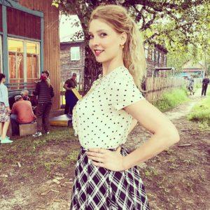 Степанковская - От любви своей таю - слушайте песню онлайн