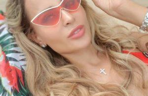 Анна Калашникова показала свое фото в красном купальнике с отдыха в Баку