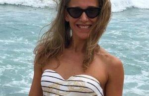 Юлия Ковальчук показала свою стройную фигуру в полосатом купальнике