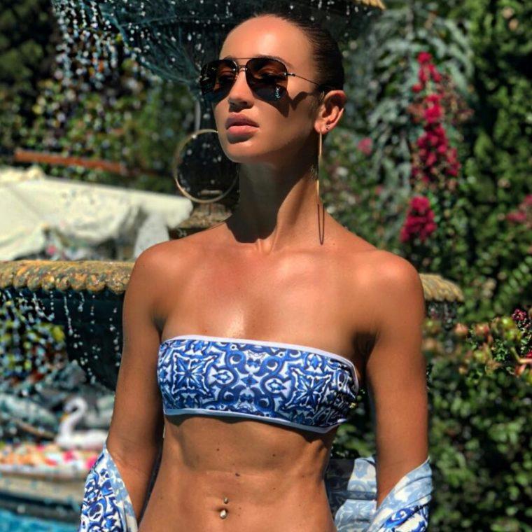 Ольга Бузова станцевала в синем купальнике в Ялте