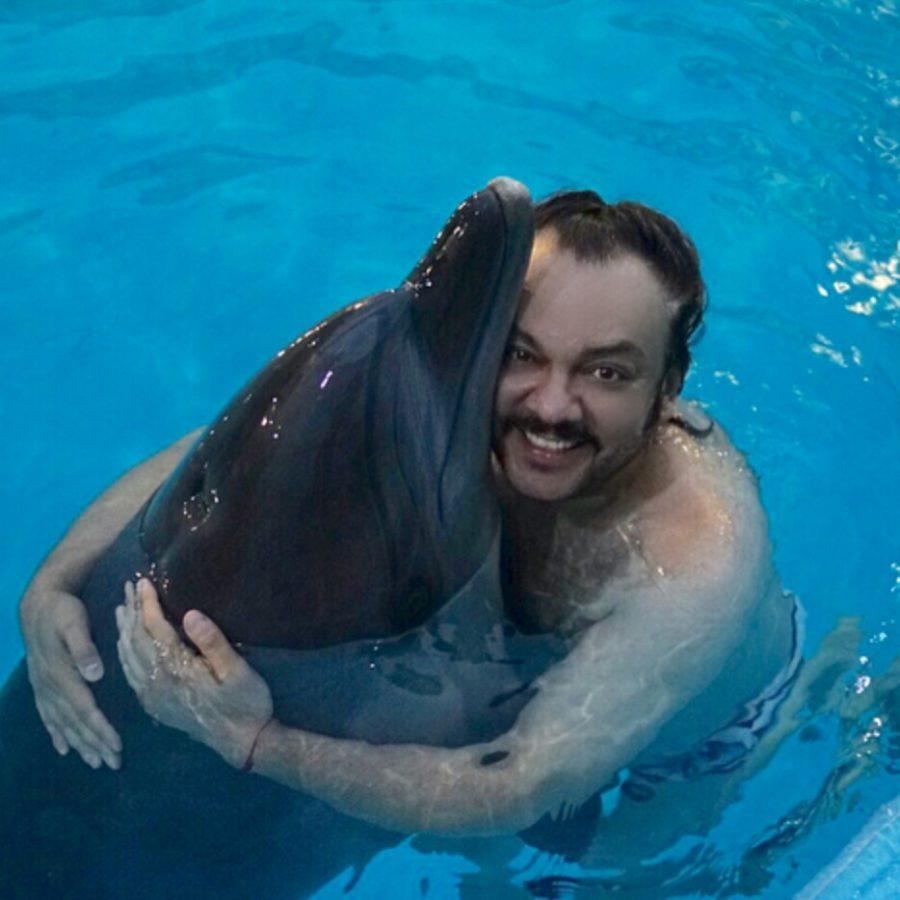 Филипп Киркоров поплавал с дельфинами в Крыму