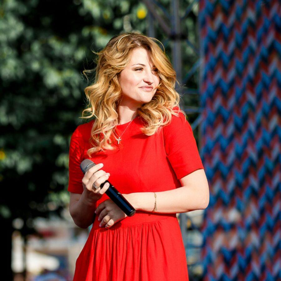 "Лера Массква спела несколько песен на шоу ""Мурзилки Live 2018"""