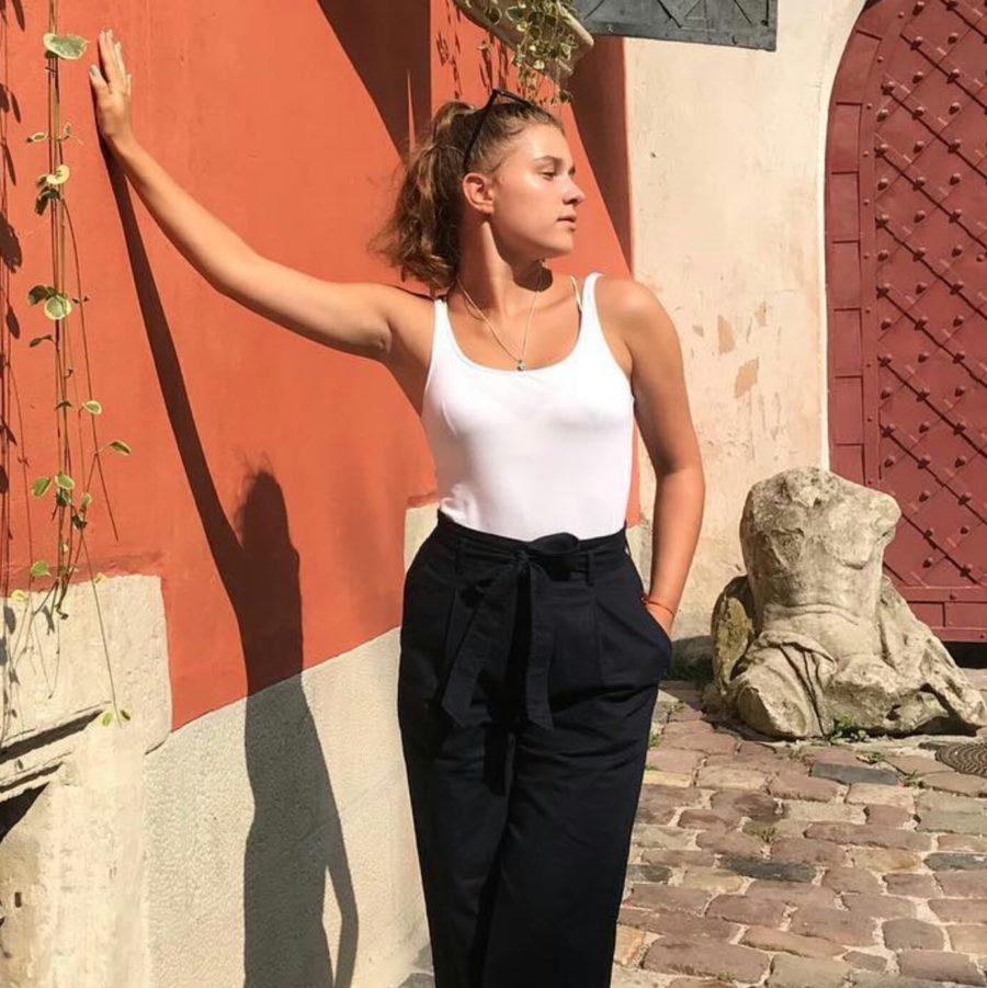"""Участница группы """"Open Kids"""" Анна Бобровская показала, как она занимается пилатесом"""