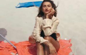 """Tayanna красуется в купальнике на пляже в новом клипе """"Фантастическая женщина"""""""