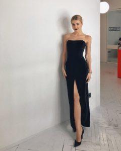 Юлианна Караулова в длинном платье с открытыми плечами