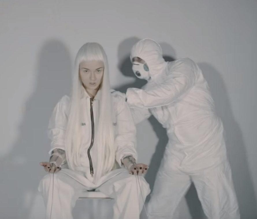 Дана Соколова - Фонари, 2018 - смотрите видео с Даной Соколовой в белом парике | Музолента