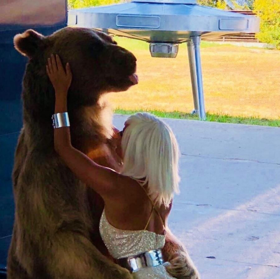 Клип МакSим - Мои секреты, 2018 - сказочный клип о нежной девушке и медведе