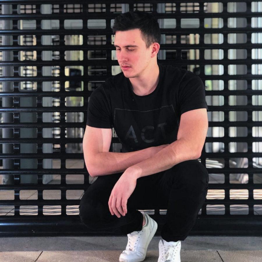 """Кубинец записал дебютный альбом """"В розовых очках"""""""
