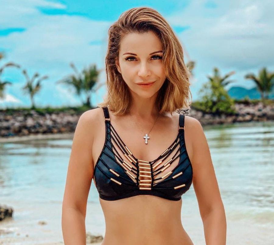 Ольга Орлова показала еще одно красивое пляжное фото с отдыха на Сейшелах