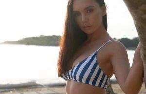 Ольга Серябкина продемонстрировала свою фигуру в полосатом купальнике на отдыхе в Бали