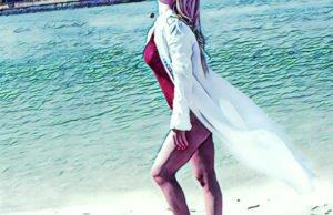 Алёна Омаргалиева показала пляжные фото с отдыха в Дубаи