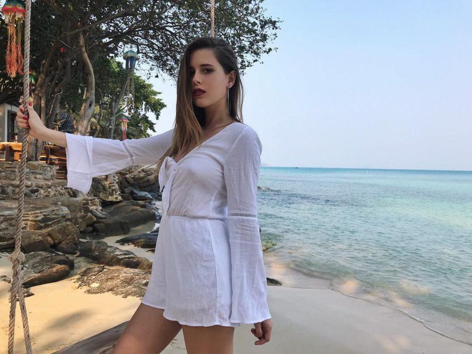 Эльвира Т на пляже на острове Самет