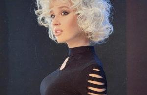 Клава Кока показала образ в стиле 90-х годов