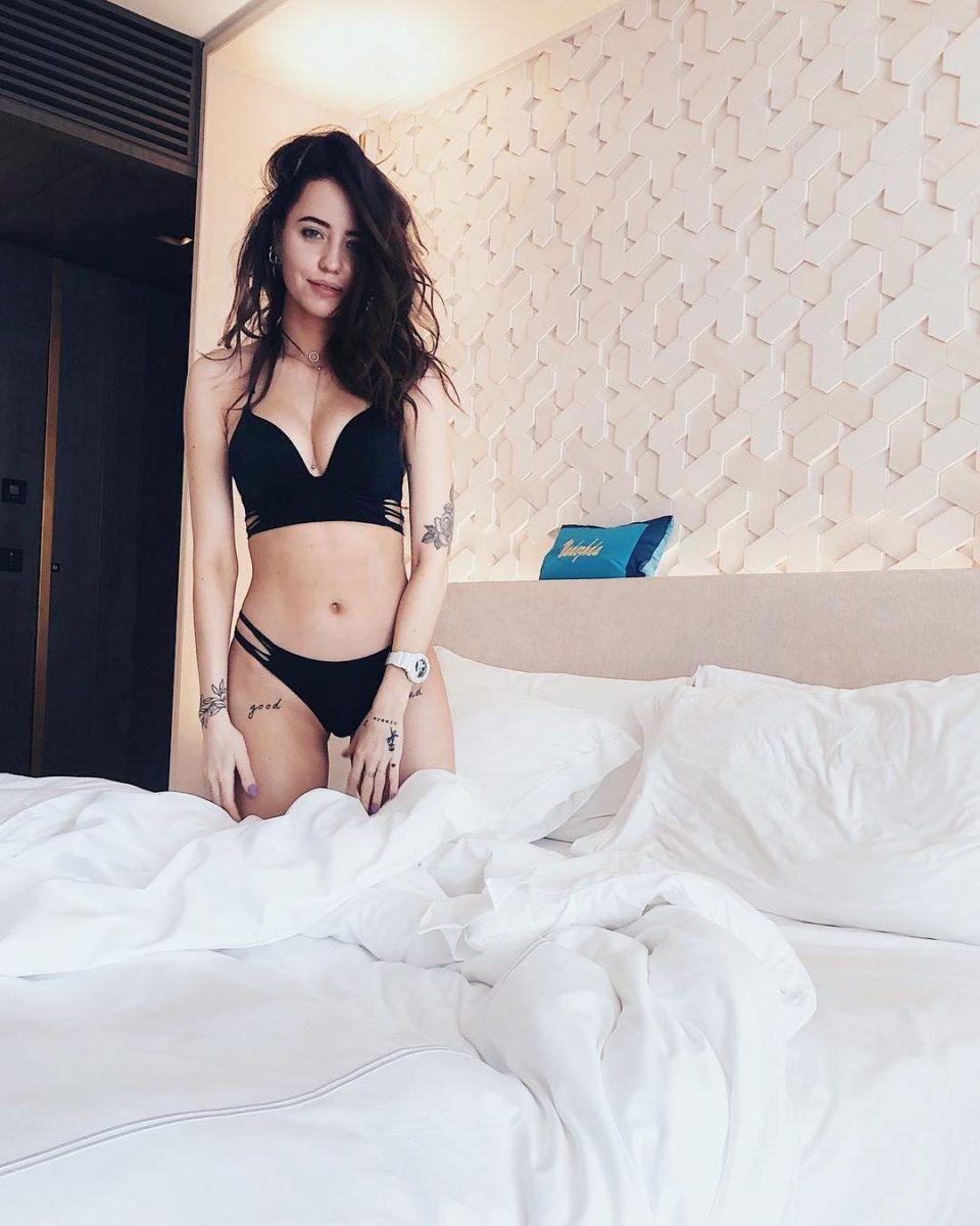Надя Дорофеева показала фото в купальнике с отдыха в Дубаи