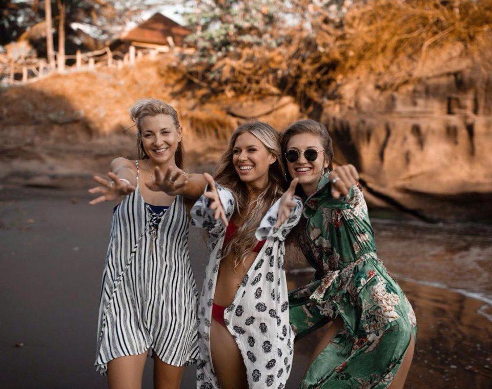 Рита Дакота и ее подруги веселятся на Бали