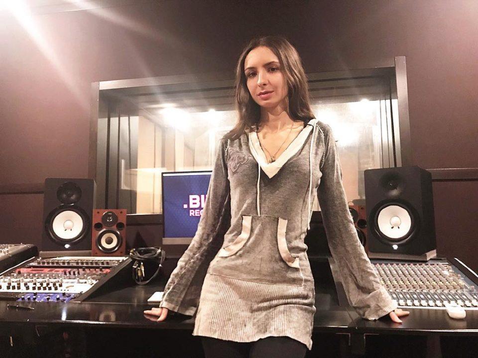 Дэя - Параллели 🎵 Слушайте песню онлайн | Музолента