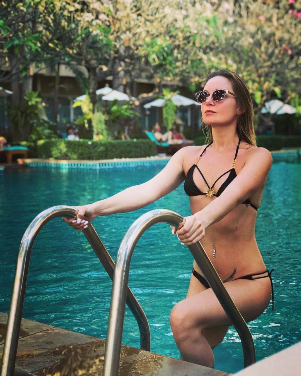 Настя Крайнова в купальнике на отдыхе в Таиланде