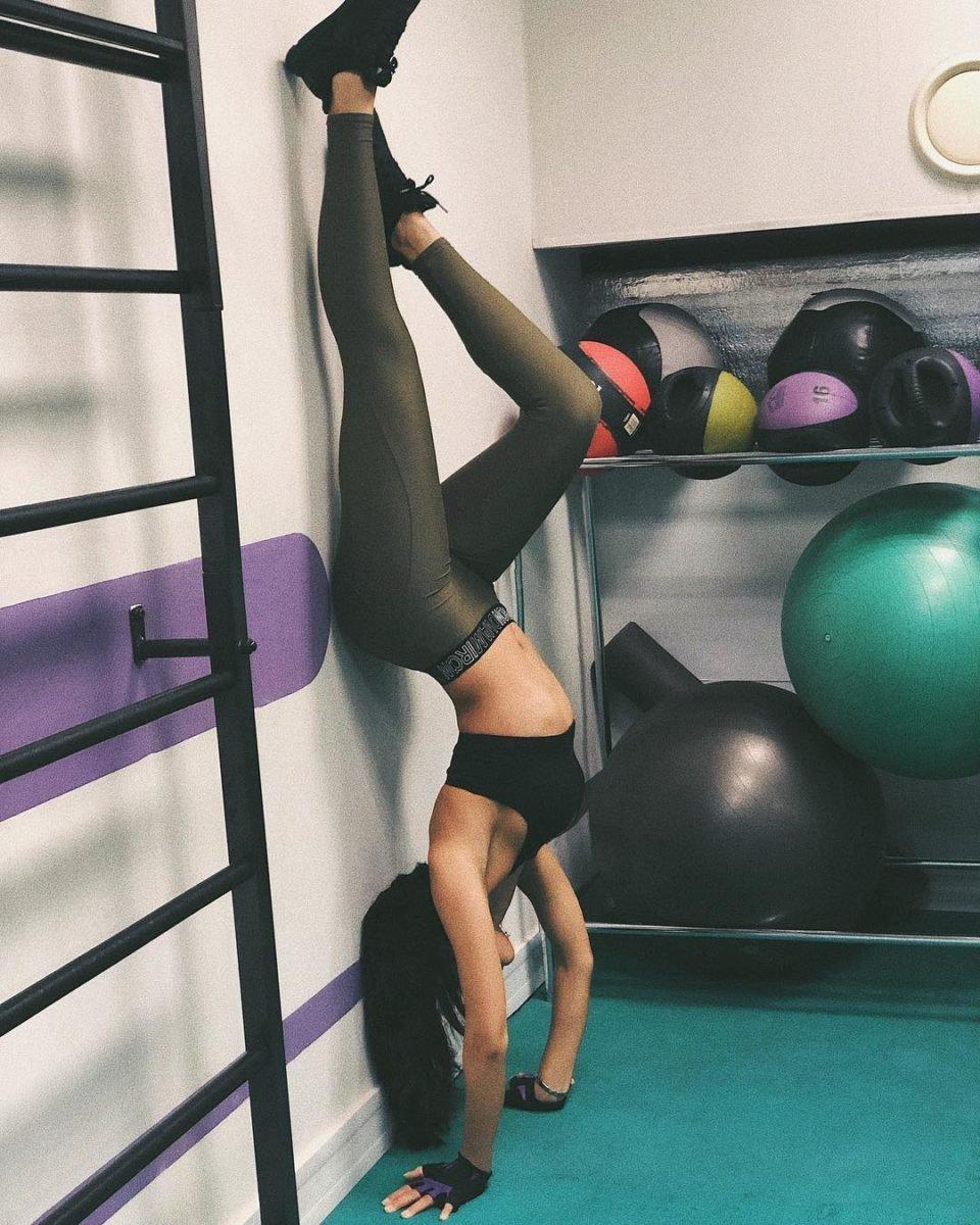 Sabi Miss тренируется в спортзале