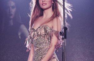 Букатара показала красивый образ в платье с пайетками в стиле Джей Ло