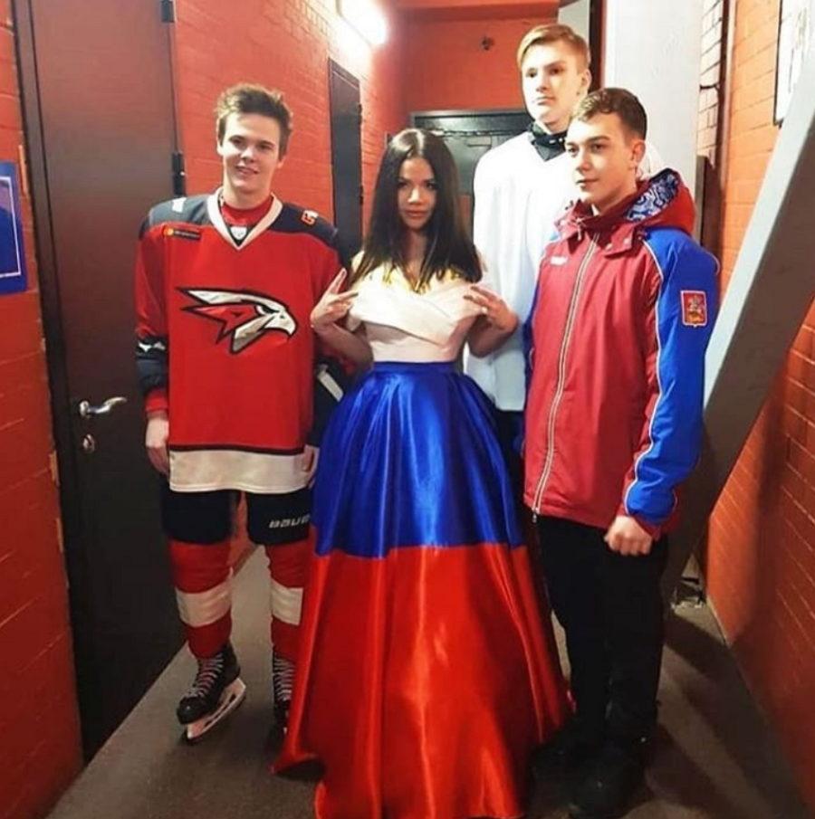 Бьянка — гимн России перед первым матчем финальной серии Восточной конференции КХЛ