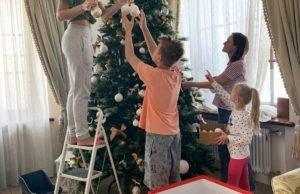 Полина Гагарина рассказала, что у них в семье елка простояла до 3 марта
