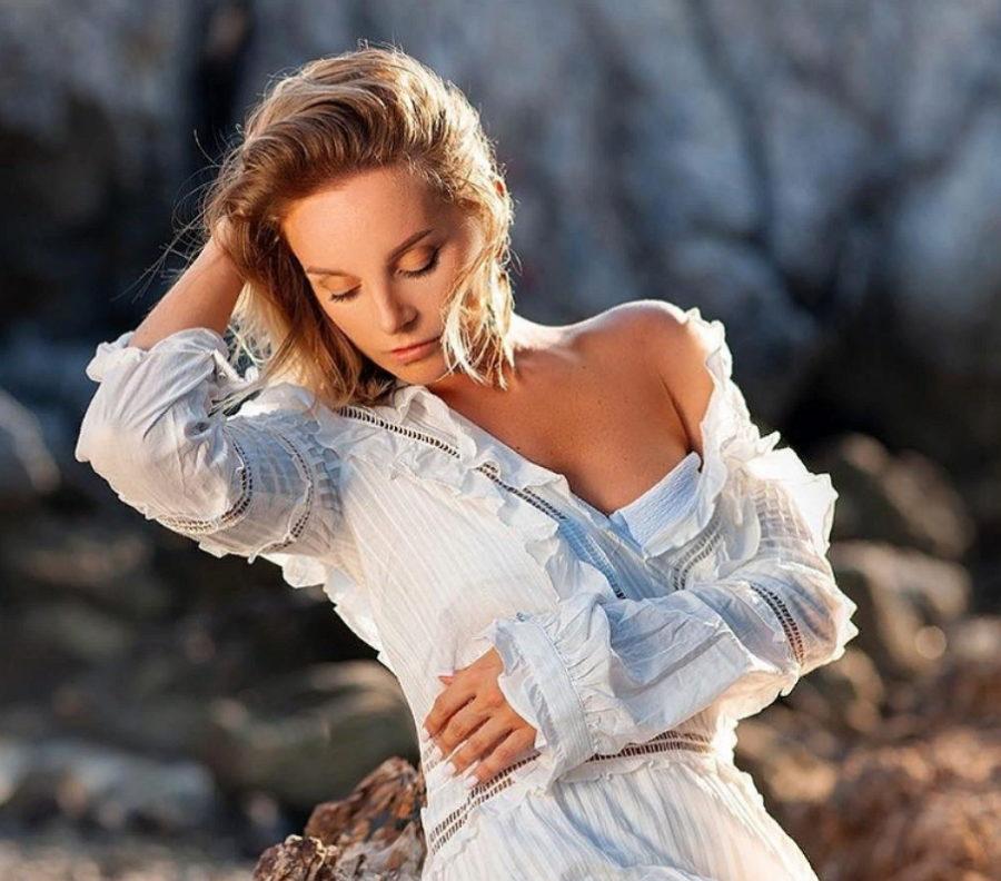 Крайнова Настя продемонстрировала красивую фигуру на пляжных фото