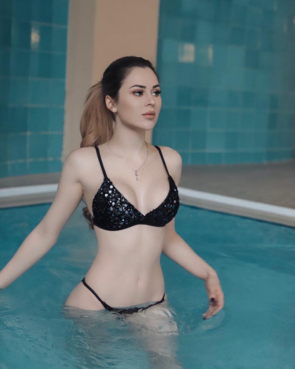 Юлия Пушман в бассейне в Сочи, 2019 год