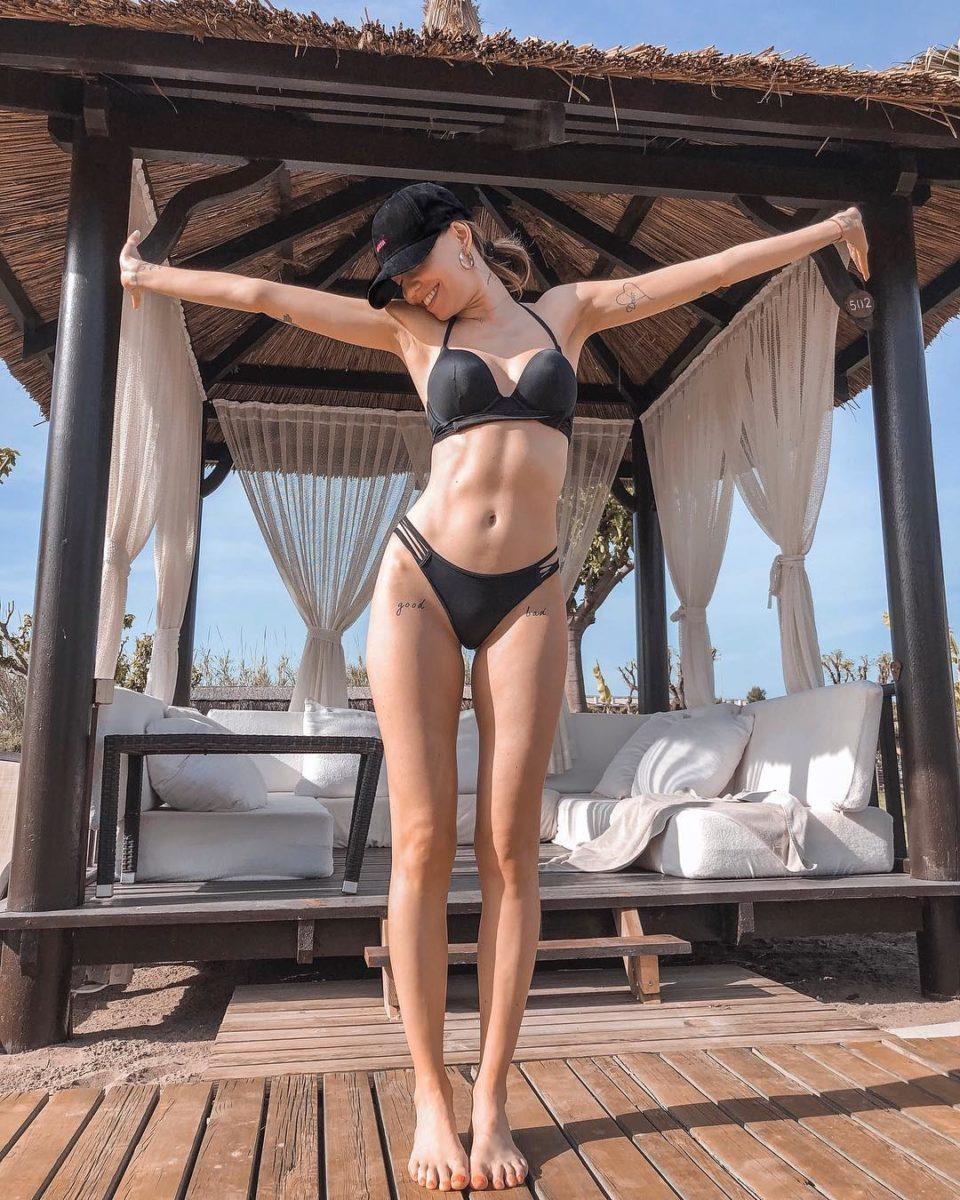 Надя Дорофеева продемонстрировала свою фигуру на отдыхе в Турции