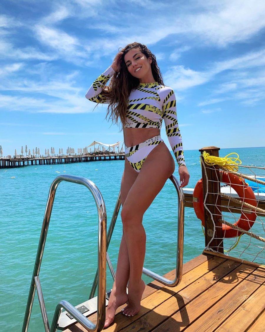 Анна Седокова показала свое фото в купальнике на отдыхе в Турции