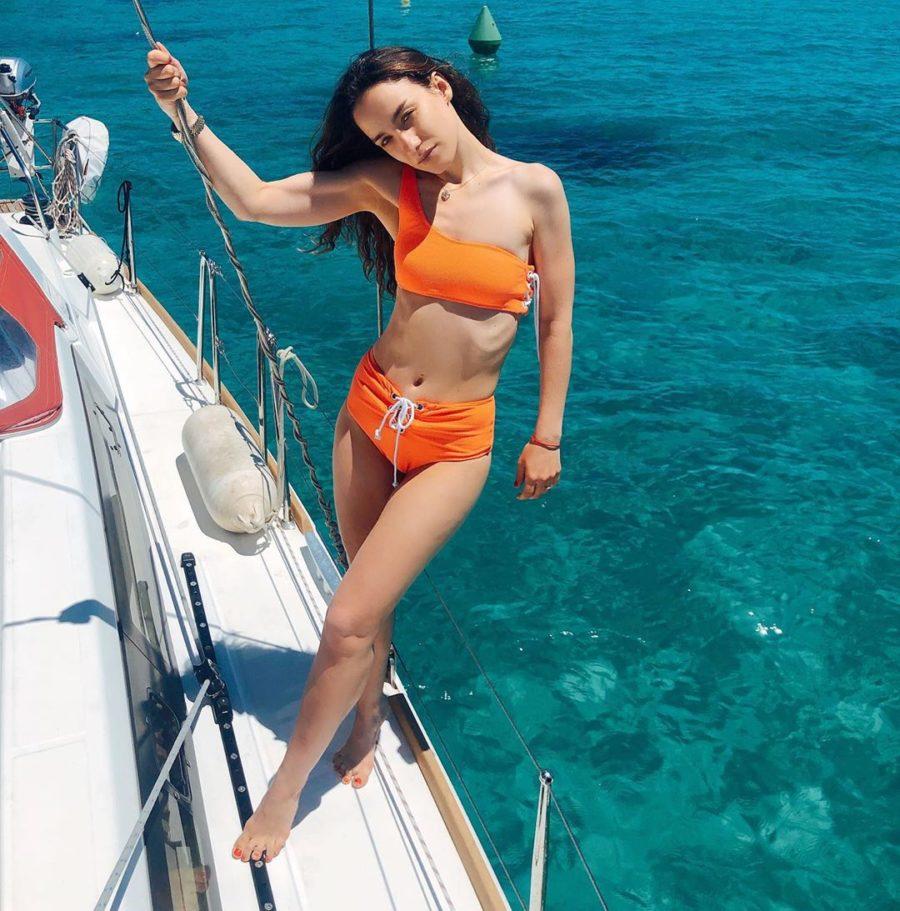 Виктория Дайнеко показала пляжные фото с отдыха в Испании