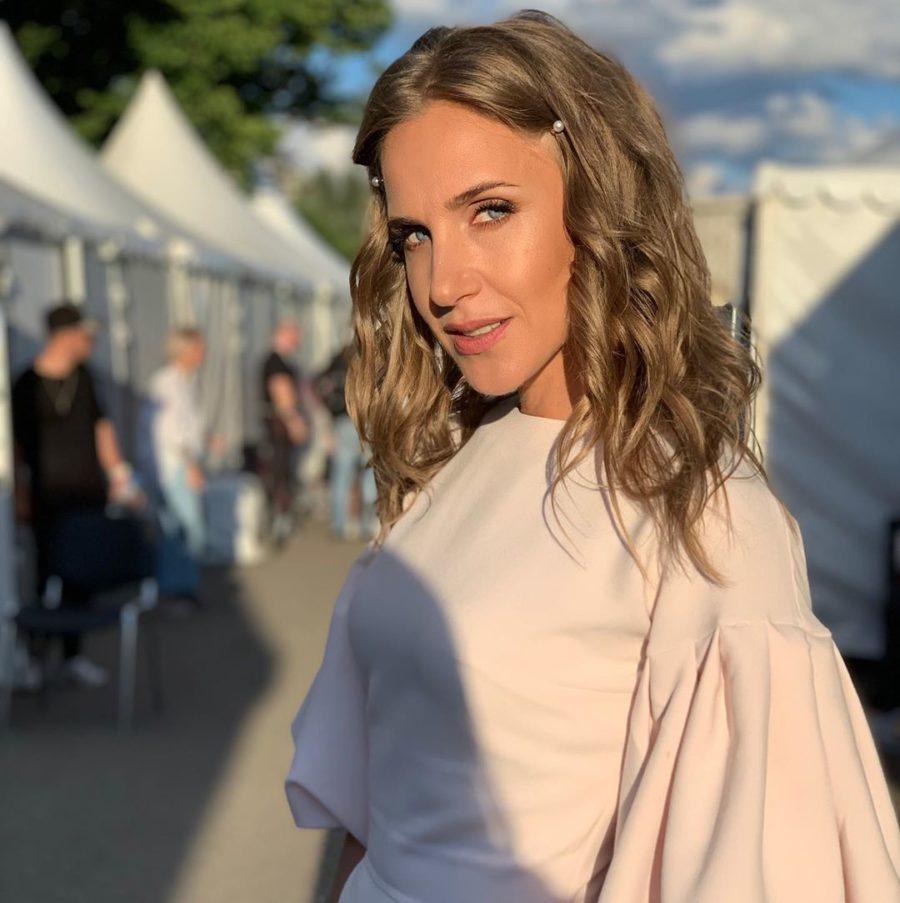 Певица Юлия Ковальчук продемонстрировала фигуру в купальнике