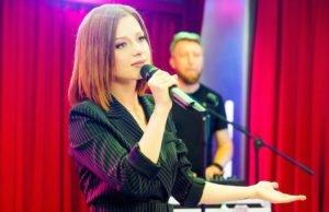 Юлия Савичева — Молния, выступление на шоу «Золотой микрофон» | Музолента