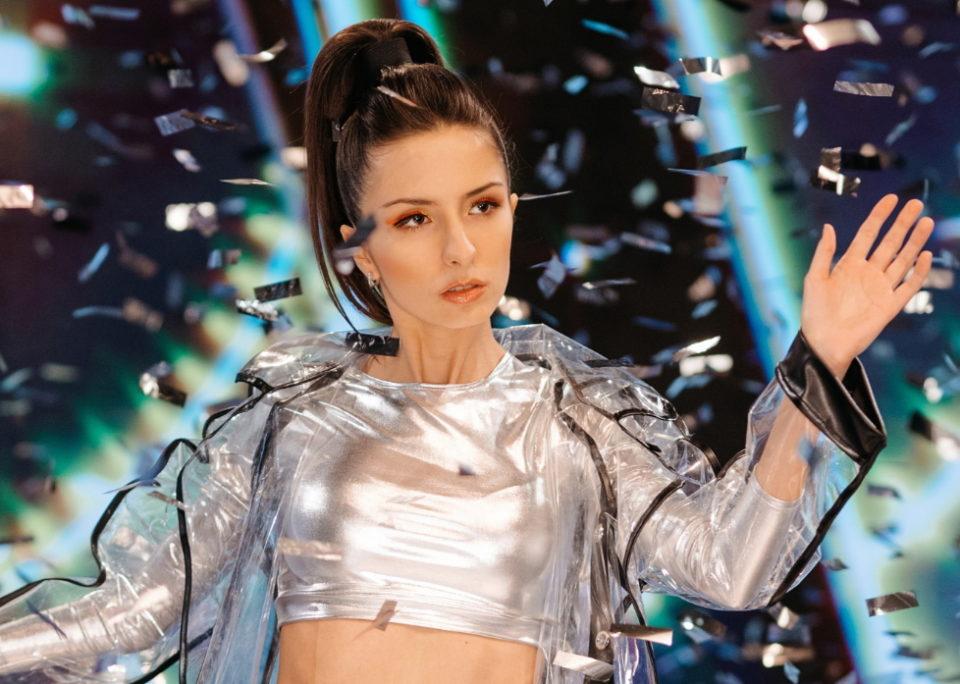 Певица Дэя выпустила клип на песню «Время»   Музолента
