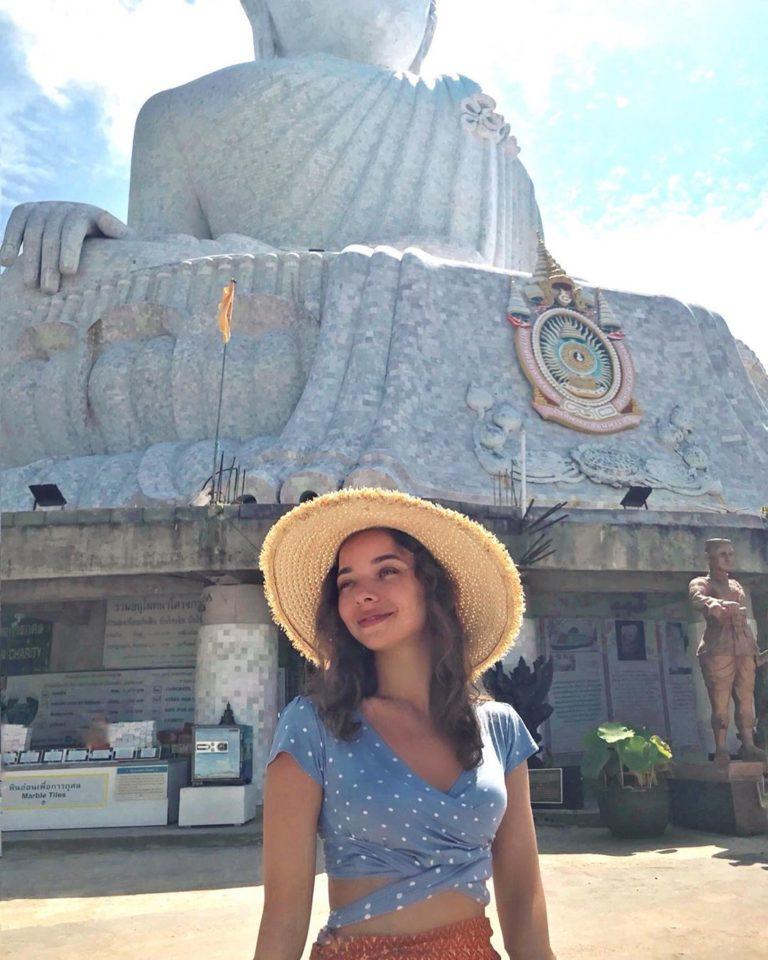 Александра Ерофеева показывает достопримечательности в Таиланде